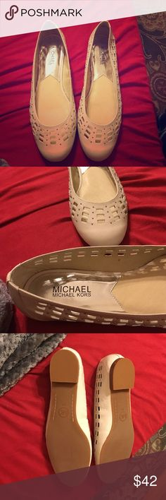 Michael Kors cream flats NWOT New flats, leather material, cushioned insole. Never worn! Cream/white color MICHAEL Michael Kors Shoes Flats & Loafers