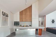 Split House - FMD Architects Kitchen Benches, Kitchen Wood, Kitchen Design, Melbourne House, Open Plan Living, Modern House Design, Soft Furnishings, Interior Architecture, Modern Interior