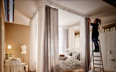 2 ways to make an elegant bedroom canopy - IKEA - Raum Studio Decor, Deco Studio, Ikea Bedroom, Bedroom Decor, Small Apartments, Small Spaces, Ikea Room Divider, Bed Nook, Studio Apartment Decorating