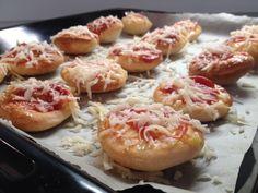 Levně a chutně s Ladislavem Hruškou - langoše Party Snacks, Doughnut, Pizza, Shrimp, Food And Drink, Cooking Recipes, Lunch, Cheese, Homemade