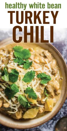 Quick And Easy Healthy White Bean Turkey Chili. Helped Up With Lean Protein, Cannellini Beans, Zucchini, Pepper Jack Cheese And Spices For A Gluten Free, Cozy And Comforting Chili. Food Via Platingpixels Healthy Soup Recipes, Chili Recipes, Healthy White Chili Recipe, Healthy Turkey Chili, Healthy Ground Turkey, Sausage Recipes, White Bean Turkey Chili, Stuffed Peppers