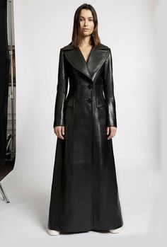Long Leather Coat, Vintage Leather Jacket, Leather Trench Coat, Lambskin Leather, Black Leather, Streetwear Mode, Streetwear Fashion, Leather Shorts Outfit, Older Women Fashion