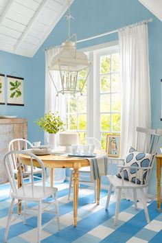 This classic color combination (blue + white) is popping up all over the place in home decor and accessories. Add a little—or a lot!—to every room, including the breakfast nook.