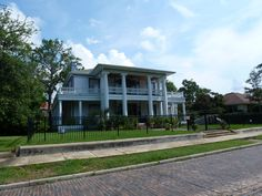 The area called North Hill was, you guessed it, high ground north of the downtown of early Pensacola. It was where the rich folks lived. There are many beautiful homes dating back to the 1800s in this neighborhood.