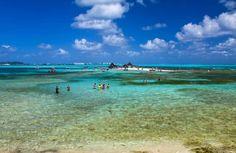 San Andrés (Colômbia) - Muitos turistas aproveitam a viagem à Cartagena para esticar o roteiro até San Andrés, uma pequena ilha colombiana no Mar do Caribe. Apesar de pertencer ao território da Colômbia, o arquipélago fica a mais de 700 quilômetros da costa do país, bem próximo da Nicarágua. Suas praias impressionam pelo mar calmo e cristalino, típicos da região caribenha