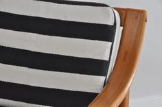 60ties Easy Chair Teak. Gestreifter Kelim Stoff.