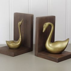 Build these SUPER EASY Bookends! Visit build-basic.com for step-by-step images, instructions, cut list and more!