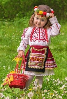⭐Bulgarian folklore⭐ We Are The World, People Of The World, Most Beautiful Faces, Beautiful Children, Folklore, Cute Kids, Cute Babies, Folk Costume, Costumes