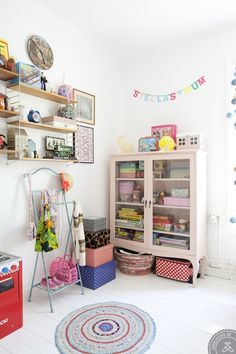A Not So Standard Swedish Family Home Girl Room, Girls Bedroom, Behind The Green Door, Casa Kids, Scandinavian Kids Rooms, Creative Kids Rooms, Swedish House, Swedish Style, Piece A Vivre