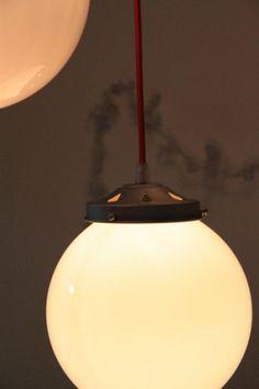 Lampe suspension ancien lustre abat jour globe en  verre opaline boule blanche... http://www.lanouvelleraffinerie.com/plafonniers-suspensions-lustres/601-moonlight-lampe-suspension-ancien-lustre-abat-jour-globe-en-verre-opaline-boule-blanche.html