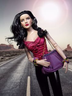 Wonder Woman 52 (2013) outfit : City Style Carrie top (2006), Nu Mood Pant - Black (2012), Look of the Season bag (2007), East Meets West accessories (2005)