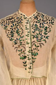 BEETLE WING and METALLIC EMBROIDERED DRESS, white organdy embroidered with silver metallic floral vines, the petals and leaves of emerald green and sapphire blue appliqued beetle wings,. Historical Costume, Historical Clothing, Historical Dress, Victorian Fashion, Vintage Fashion, Victorian Era, Broderie Simple, Vintage Dresses, Vintage Outfits