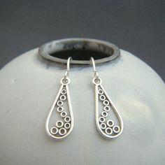 silver teardrop earrings. filigree jewelry. by limegreenmodern