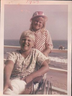 Christie Brinkley in 9 years old with her brother Greg who is in a wheelchair after getting run over by a car delivering papers I guess. Big Moon, Get Running, Christie Brinkley, 9 Year Olds, Her Brother, Good People, Girl Crushes, Teen, Couple Photos