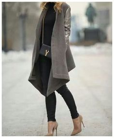 Brooklyn Blonde loose flowy shawl collar open taupe grey coat with leather sleeves neutral nude toned shoes black skinny jeans Mode Outfits, Winter Outfits, Casual Outfits, Fashion Outfits, Womens Fashion, Dress Winter, Fashion Boots, Looks Street Style, Looks Style