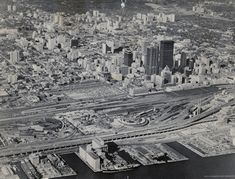 Aerial view Toronto That time when Toronto was a city of parking lots Toronto Skyline, Downtown Toronto, Toronto Cn Tower, Canadian History, Local History, York Hotels, New City, Landscape Photos, Aerial View