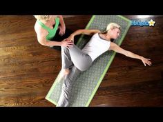 The 8 Best Stretching Exercises For Inflexible People - Simplemost Best Stretching Exercises, Calf Stretches, Balance Exercises, Chair Exercises, Hormon Yoga, Yoga For You, Arm Work, How To Do Splits, Easy Workouts