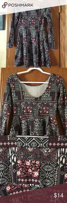 Cotton Spandex Dress Beautiful printed cotton spandex mix...this dress has 3/4 sleeves and flows out from bottom.. Forever 21 Dresses Midi