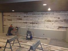 Barnwood wall Painted Pianos, Focal Wall, Wallpaper Decor, Diy House Projects, Basement Remodeling, Basement Ideas, Repurposed Furniture, Wood Design, Designer Wallpaper