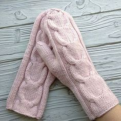 Knit Slippers Free Pattern, Knitted Slippers, Knit Mittens, Knitted Gloves, Knitting Charts, Knitting Patterns, Crochet Baby, Knit Crochet, Yarn Over