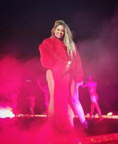 Beyoncé performing in Edmonton #FormationWorldTour