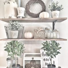 40 Amazing Country Bathroom Shelves Ideas Must Try - Modern Home Design Country Farmhouse Decor, Rustic Decor, Country Kitchen, Farmhouse Style, Farmhouse Baskets, Farmhouse Design, Diy Décoration, Home Remodeling, Fall Decor