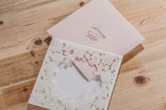 100 pçs/lote Laser Cut Convites de Casamento Cartões de Flores Elegantes Impressão Livre Cartão do Convite da Festa de casamento de Aniversário CW5197 em Cartões de convite de Home & Garden no AliExpress.com   Alibaba Group