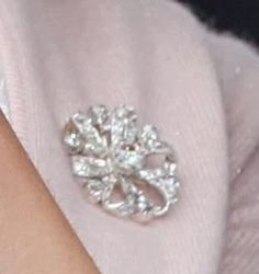 Mary wore a new diamond brooch, that she received as a wedding gift from prince Henrik. It used to belong to his mother, countess Renée de Monpezat
