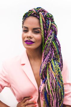 All styles of box braids to sublimate her hair afro On long box braids, everything is allowed! For fans of all kinds of buns, Afro braids in XXL bun bun work as well as the low glamorous bun Zoe Kravitz. Box Braids Hairstyles, African Hairstyles, Cool Hairstyles, Hairstyle Braid, Dreadlock Hairstyles, Small Box Braids, Short Box Braids, Blonde Box Braids, Long Braids
