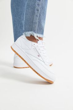 Find all your women's sneaker needs at Urban Outfitters. From slip on sneakers to chunky sneakers featuring brands like Nike, Fila, adidas, Reebok & Vans. White Reebok, Sneakers Mode, Retro Sneakers, Casual Sneakers, Sneakers Fashion, Womens White Sneakers, Best White Sneakers, Cheap Sneakers, Shoes