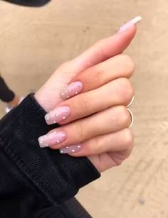 Semi-permanent varnish, false nails, patches: which manicure to choose? - My Nails Pink Nail Art, Cute Acrylic Nails, Glitter Nails, Cute Pink Nails, Matte Nails, Ombre Nail Designs, Colorful Nail Designs, Gem Nail Designs, Uñas Kylie Jenner