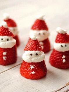 Omg, this is AMAZING! Christmas santa claus strawberries!
