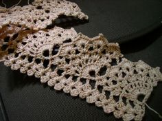 wide-scallop crochet edging - beautiful.  Looks like a pattern my g-ma would have taught me to do.