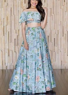 Skirt outfits indian crop tops products ideas for 2019 Skirt outfits indian crop tops products ideas for 2019 Indian Skirt, Indian Dresses, Indian Outfits, Indian Clothes, Crop Top Designs, Blouse Designs, Dress Designs, Indian Crop Tops, Floral Skirt Outfits