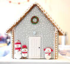 Casa de galleta Gray Snowy Christmas Cookie Cottage with Snowmen - Maisonn… Christmas Cupcakes, Christmas Sweets, Noel Christmas, Christmas Baking, Christmas Crafts, Xmas, Gingerbread House Parties, Gingerbread Village, Christmas Gingerbread House