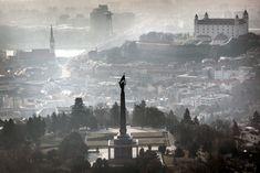 Spor o nadstavbu pod Slavínom: je to ešte pamiatková rezervácia, keď tam zvyšujú domy? – Denník N Paris Skyline, Travel, Trips, Viajes, Traveling, Tourism, Outdoor Travel, Vacations