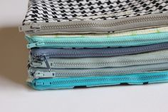 These lined zipper pouches are so easy! Learn to make them with this super-simple tutorial at See Kate Sew: seekatesew.blogsp....