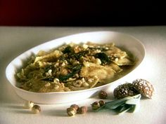 October 2017 Butternut Squash Ravioli with Sage and Toasted Hazelnuts Recipe. Used butternut squash fresh ravioli from Trader Joe's. Use butter and 6 sage leaves for pasta. Pumpkin Ravioli, Butternut Squash Ravioli, Homemade Ravioli, Ravioli Recipe, Pasta Recipes, Cooking Recipes, Healthy Recipes, Rice Recipes, Healthy Meals