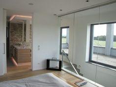 Interieur - Engelshove Bauhaus, Bungalow, Windows, Mirror, Furniture, Website, Design, Home Decor, Ideas