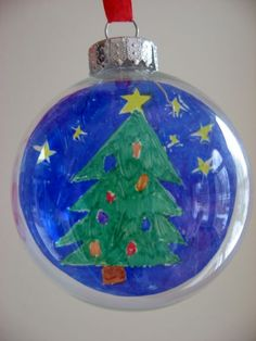 Easy glass ornament craft and gift idea for your Christmas tree
