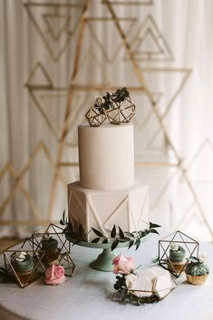 Accoutrements Unicorn and Horse Wedding Cake Topper - Ideal Wedding Ideas Geometric Cake, Geometric Wedding, Geometric Shapes, Wedding Themes, Wedding Colors, Wedding Decorations, Purple Wedding, Wedding Trends 2018, Cake Trends 2018