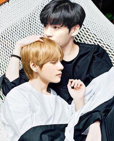 I do not ship Taekook, I just thought this was really sweet. Bts Jungkook, Kim Namjoon, V Taehyung, Seokjin, Taekook, Bts Photo, Foto Bts, Vmin, Jung Hoseok