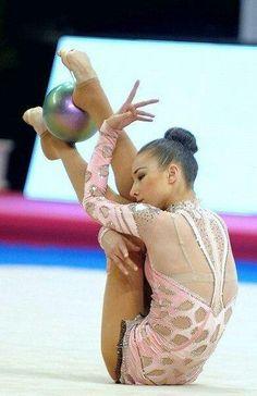 Viktoria Mazur (Ukraine)... Rhythmic Gymnastics Training, Gymnastics Stretches, Dance Stretches, Gymnastics Flexibility, Gymnastics Workout, Rhythmic Gymnastics Leotards, Gymnastics Gifts, Gymnastics Photos, Gymnastics Photography