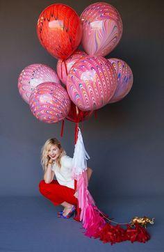 New Birthday Surprise Balloons Tassels Ideas Balloon Tassel, Balloon Bouquet, Balloon Garland, Balloon Decorations, Balloon Tree, Marble Balloons, Colourful Balloons, Helium Balloons, Giant Balloons