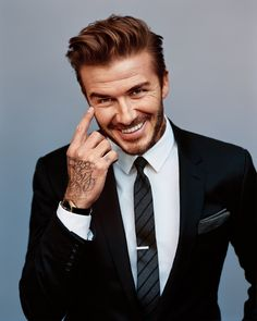 David Beckham Haircut has been a style icon in United State with his hairstyle and looks being copied by fans all over the country. David Beckham all styles of different hairstyle have become iconi… Cabelo David Beckham, Estilo David Beckham, David Beckham Style, David Beckham Haircut, David Beckham Suit, Gentleman Mode, Gentleman Style, True Gentleman, Shirt And Tie Combinations
