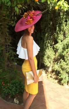 Invited wedding look with bright yellow pencil skirt Event Dresses, Day Dresses, Dress Outfits, Cool Outfits, Summer Dresses, Jw Fashion, Fashion Outfits, Yellow Pencil Skirt, Look Formal