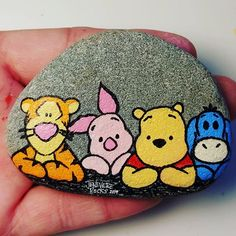 Winnie and Friends Painted Rock Painted Rock Animals, Painted Rocks Craft, Hand Painted Rocks, Paint On Rocks, Rock Painting Patterns, Rock Painting Ideas Easy, Rock Painting Designs, Rock Painting Pictures, Stone Art Painting