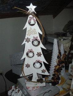 Drevený vianočný stromček. Autorka: janadk. Vianoce, vianočný stromček, vianočné dekrácie, diy, hand made. Artmama.sk