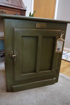 This piece looks like it was from Anne of Green Gables school house. The Dark wax and gold hardware really finishes off this colour. Olive - Annie Sloan Chalk Paint
