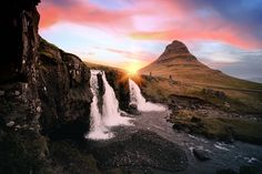See our list of the top 5 places to visit in the Highlands of Iceland. Find out how to get there, what you can see and what makes the highlands so unique. Parc National De Banff, National Parks, Cinque Terre, West Iceland, Guide To Iceland, Sunrise Landscape, Les Cascades, See The Northern Lights, Fjord